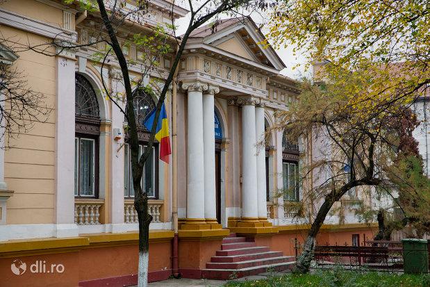 vedere-laterala-cu-sediul-muzeului-societatii-de-istorie-si-arheologie-azi-palatul-copiilor-si-elevilor-din-oradea-judetul-bihor.jpg