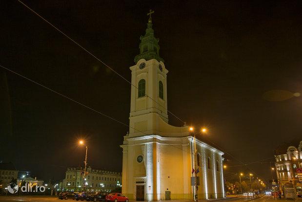 vedere-nocturna-cu-biserica-romano-catoloca-sf-ladislau-din-oradea-judetul-bihor.jpg