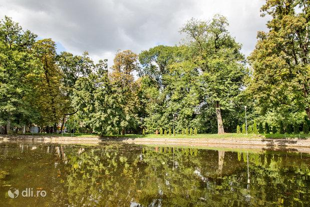 vedere-peste-lacul-din-gradina-romei-din-satu-mare.jpg