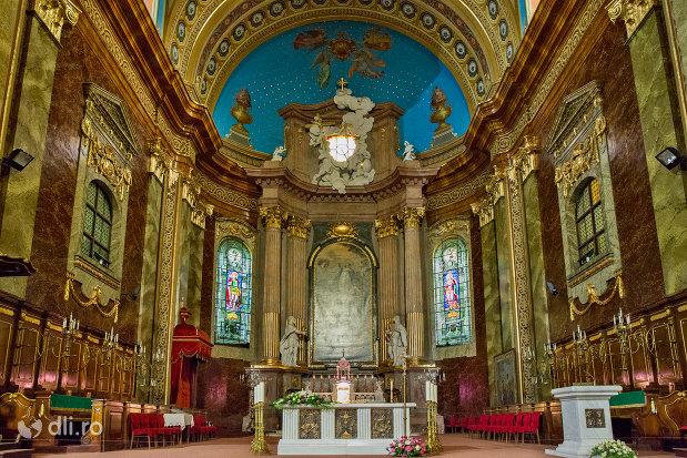 vedere-spre-altar-bazilica-romano-catolica-din-oradea-judetul-bihor.jpg