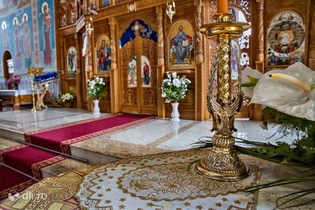 vedere-spre-altarul-din-catedrala-ortodoxa-din-negresti-oas-judetul-satu-mare.jpg
