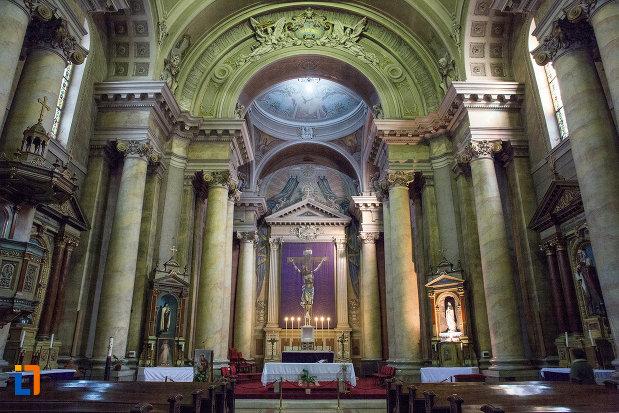 vedere-spre-altarul-din-catedrala-romano-catolica-din-arad-judetul-arad.jpg