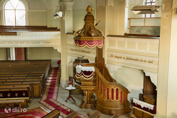 vedere-spre-amvon-biserica-reformata-din-zalau-judetul-salaj.jpg
