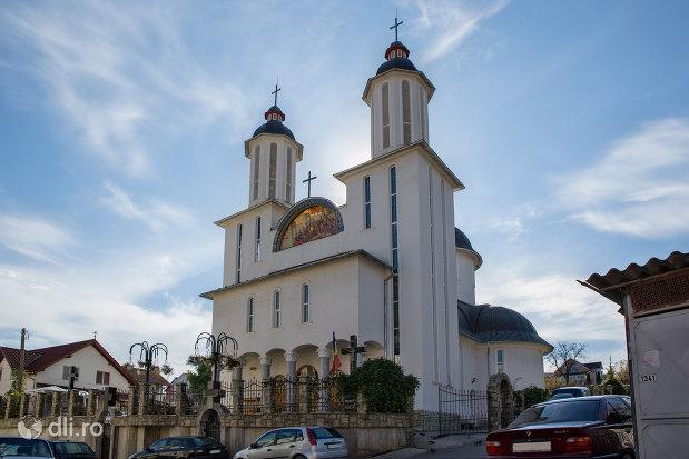 vedere-spre-biserica-ortodoxa-pogorarea-sfantului-duh-din-zalau-judetul-salaj.jpg