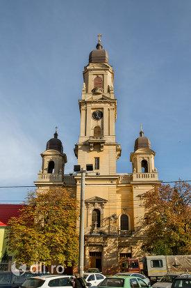 vedere-spre-biserica-romano-catolica-coborarea-sfantului-duh-din-oradea-judetul-bihor.jpg