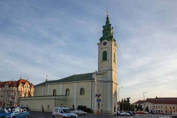 vedere-spre-biserica-romano-catoloca-sf-ladislau-din-oradea-judetul-bihor.jpg