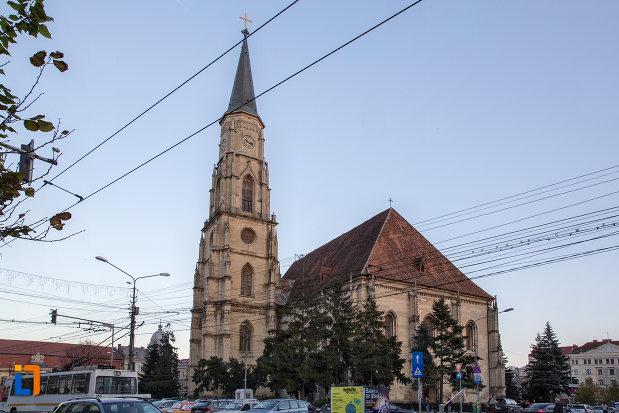 vedere-spre-biserica-sfantul-mihail-din-cluj-napoca-judetul-cluj-2.jpg