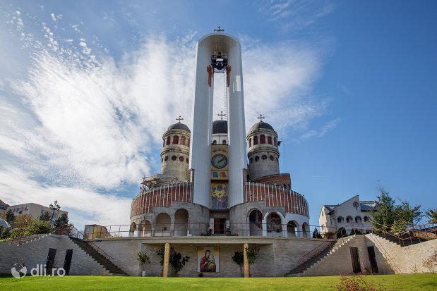 vedere-spre-catedrala-ortodoxa-sfanta-vineri-din-zalau-judetul-salaj.jpg