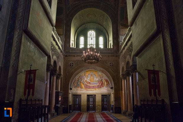 vedere-spre-iesirea-din-catedrala-ortodoxa-a-vadului-feleacului-si-clujului-din-cluj-napoca-judetul-cluj.jpg