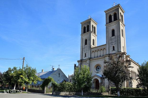 vedere-spre-manastirea-franciscana-sf-anton-din-capleni-judetul-satu-mare.jpg