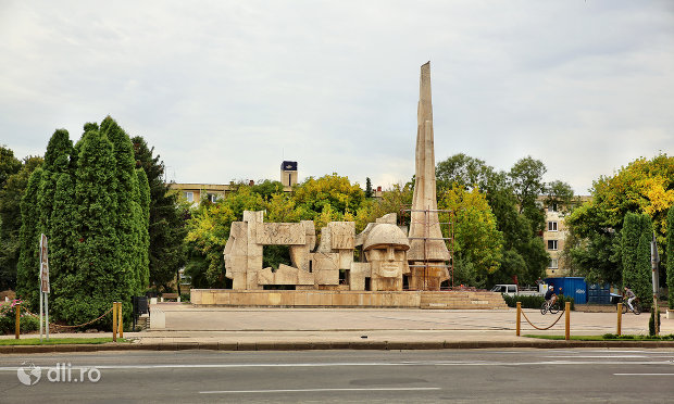 vedere-spre-monumentul-eroilor-din-carei-judetul-satu-mare.jpg