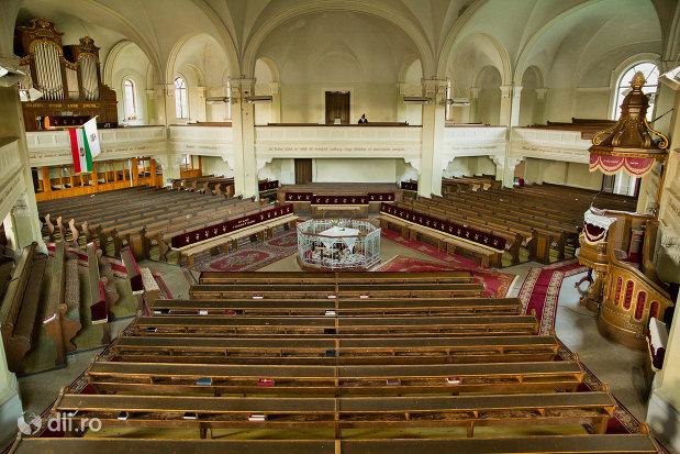 vedere-spre-strana-din-biserica-reformata-din-zalau-judetul-salaj.jpg