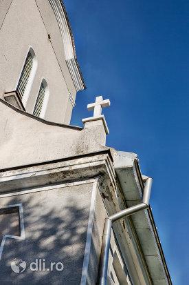 vedere-spre-turnul-bisericii-din-moiseni-judetul-satu-mare.jpg