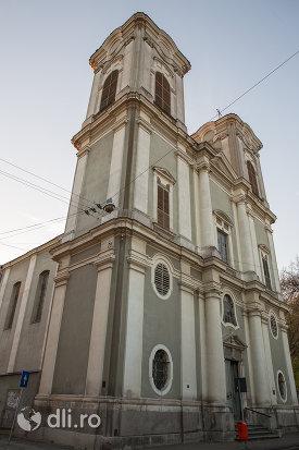 vedere-spre-turnuri-biserica-maica-indurerata-a-manastirii-premonstratense-din-oradea-judetul-bihor.jpg