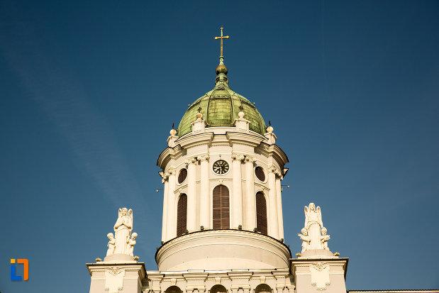 vedere-spre-turnuri-catedrala-romano-catolica-din-arad-judetul-arad.jpg