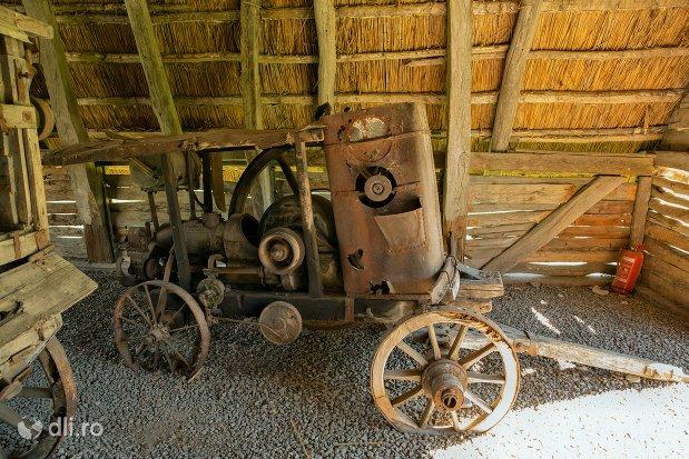 vehicul-rudimentar-muzeul-satului-osenesc-din-negresti-oas-judetul-satu-mare.jpg