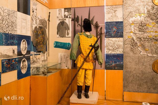 vesminte-de-lupta-muzeul-militar-din-oradea-judetul-bihor.jpg