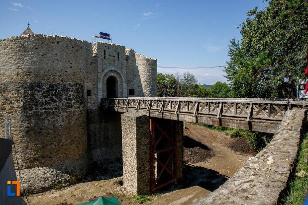 viaduct-de-la-cetatea-de-scaun-a-sucevei-judetul-suceava.jpg