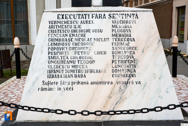 victime-comemorate-prin-monumentul-eroilor-din-caransebes-judetul-caras-severin.jpg