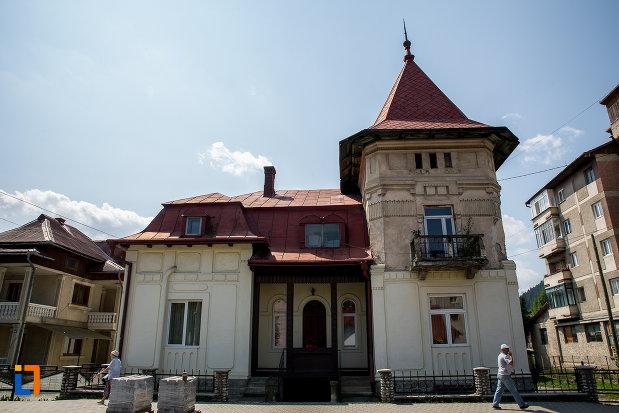 vila-coca-din-campulung-moldovenesc-judetul-suceava.jpg
