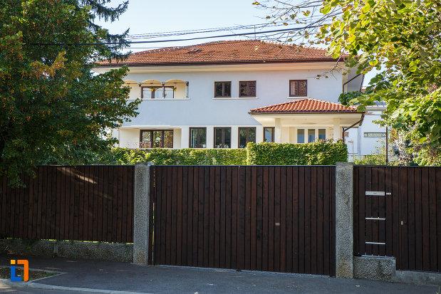 vila-steensballe-otto-ulterior-sediul-primariei-azi-locuinta-din-campina-judetul-prahova.jpg
