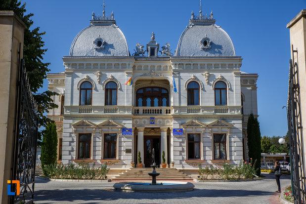 vila-stefanescu-casa-cu-grifoni-azi-primaria-din-campina-judetul-prahova.jpg