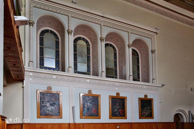 vitrali-si-picturi-din-manastirea-franciscana-sf-anton-din-capleni-judetul-satu-mare.jpg