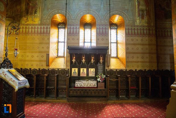 vitralii-catedrala-mitropolitana-sf-dimitrie-din-craiova-judetul-dolj.jpg