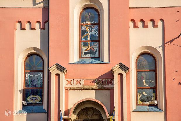 vitralii-de-la-biserica-greco-catolica-sf-mare-mucenic-gheorghe-biserica-seminarului-teologic-greco-catolic-din-oradea-judetul-bihor.jpg