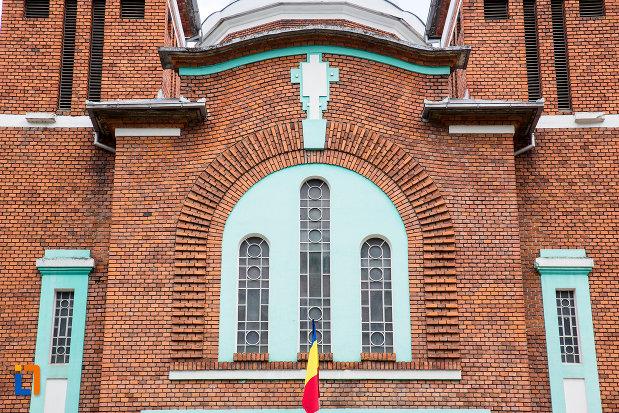 vitralii-de-la-biserica-ortodoxa-din-anina-judetul-caras-severin.jpg