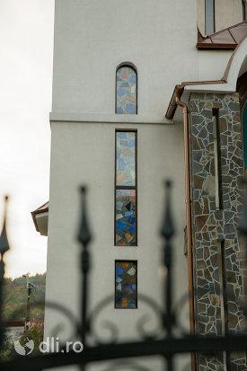 vitralii-de-la-biserica-sf-ana-din-baia-mare-judetul-maramures.jpg