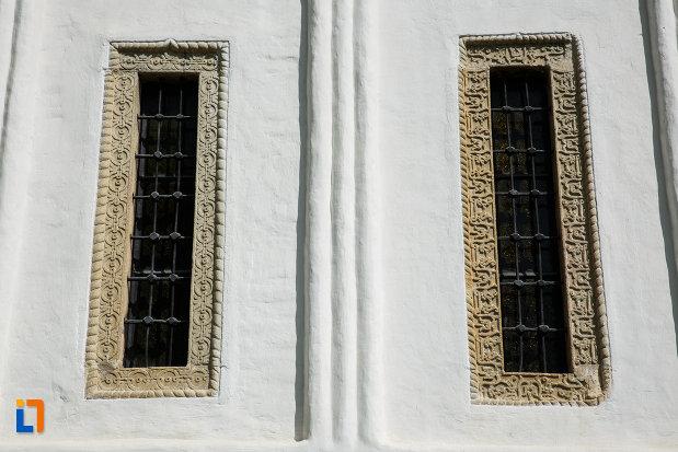 vitralii-de-la-biserica-sf-gheorghe-domnesc-1677-din-ocnele-mari-judetul-valcea.jpg