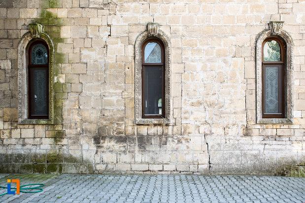 vitralii-de-la-biserica-sf-nicolae-din-giurgiu-judetul-giurgiu.jpg