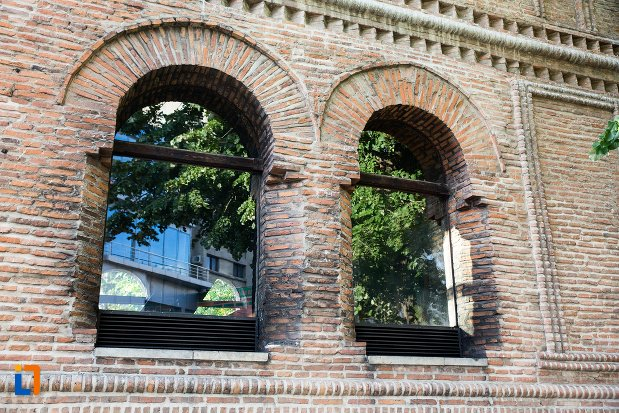 vitralii-de-la-catedrala-sf-gheorghe-din-pitesti-judetul-arges.jpg