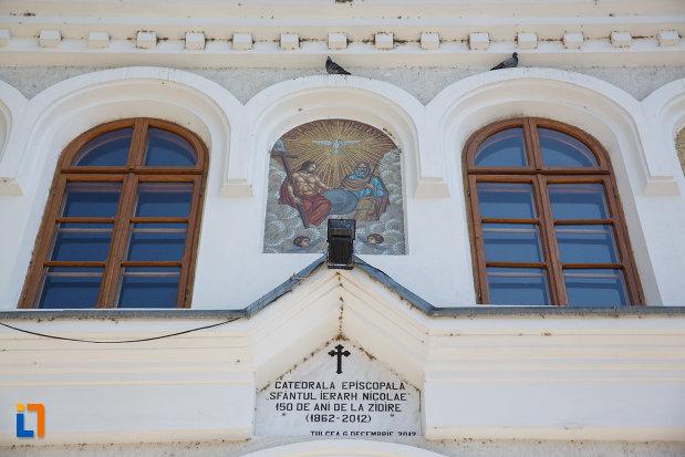 vitralii-de-la-catedrala-sf-ierarh-nicolae-din-tulcea-judetul-tulcea.jpg