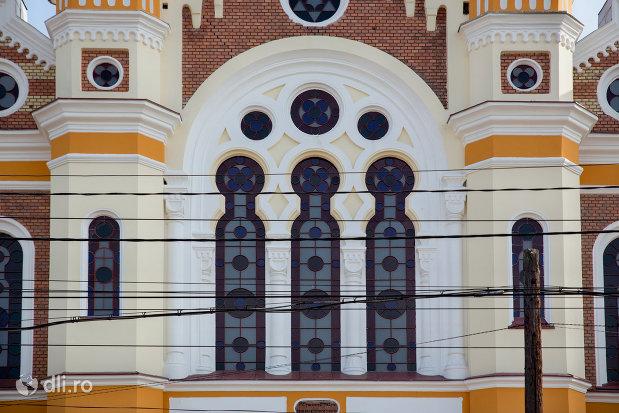 vitralii-de-la-sinagoga-ortodoxa-hevra-sas-din-oradea-judetul-bihor.jpg