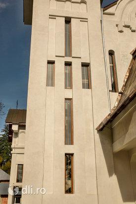 vitralii-de-la-turnuri-de-la-biserica-ortodoxa-nasterea-maicii-domnului-din-cavnic-judetul-maramures.jpg