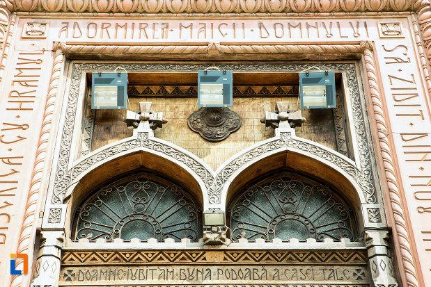 vitralii-frontale-biserica-adormirea-maicii-domnului-din-craiova-judetul-dolj.jpg