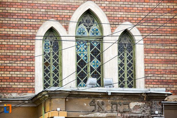 vitralii-sinagoga-din-caransebes-judetul-caras-severin.jpg
