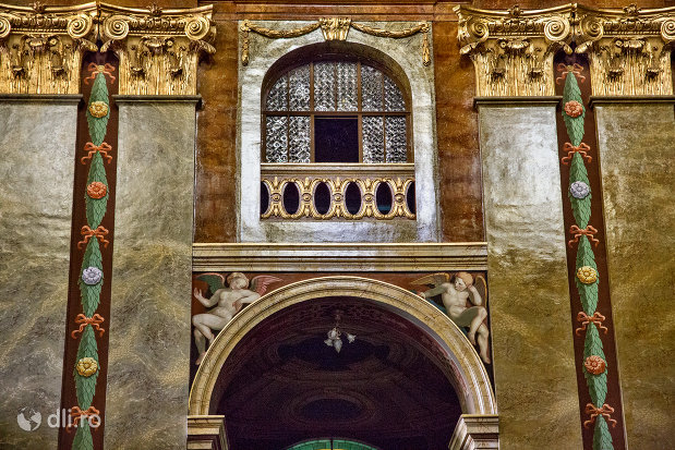 vitraliu-bazilica-romano-catolica-din-oradea-judetul-bihor.jpg