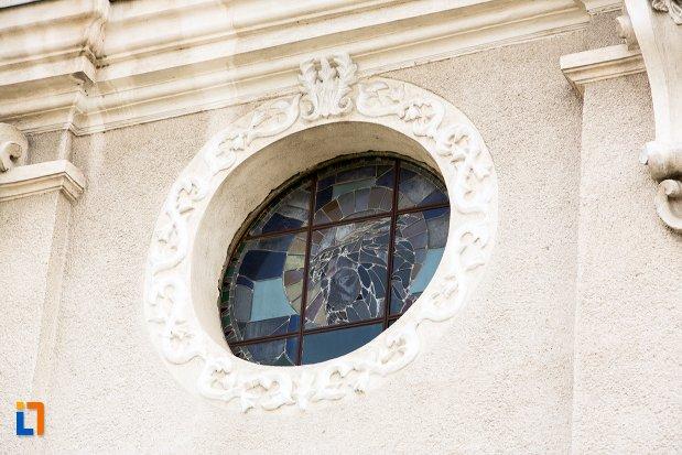 vitraliu-biserica-sf-elisabeta-a-ungariei-manastirea-minorita-din-aiud-judetul-alba.jpg