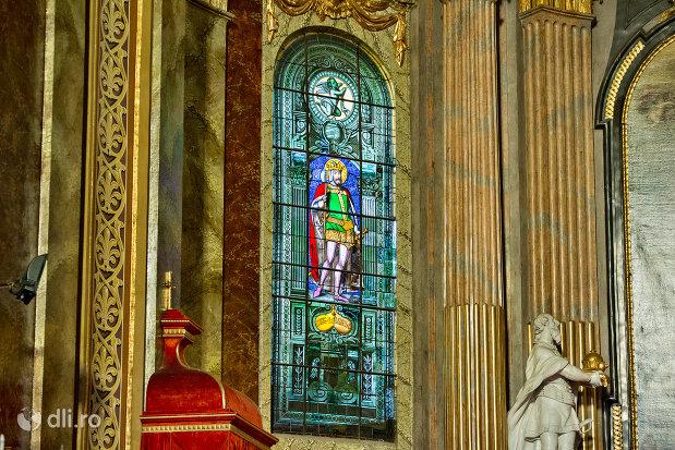 vitraliu-colorat-bazilica-romano-catolica-din-oradea-judetul-bihor.jpg