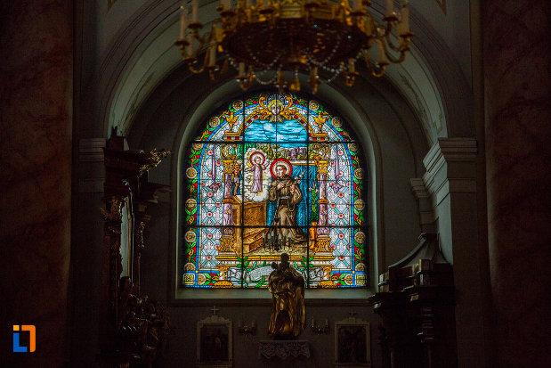 vitraliu-colorat-din-biserica-parohiala-evanghelica-sf-maria-din-sibiu-judetul-sibiu.jpg