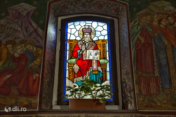 vitraliu-cu-sfinti-biserica-ortodoxa-sf-treime-din-oradea-judetul-bihor.jpg