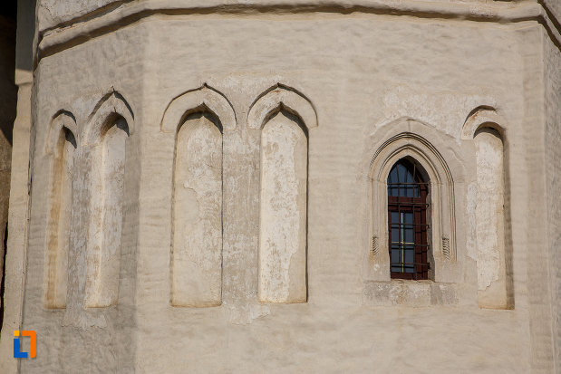 vitraliu-de-la-biserica-nasterea-sf-ioan-botezatorul-din-suceava-judetul-suceava.jpg
