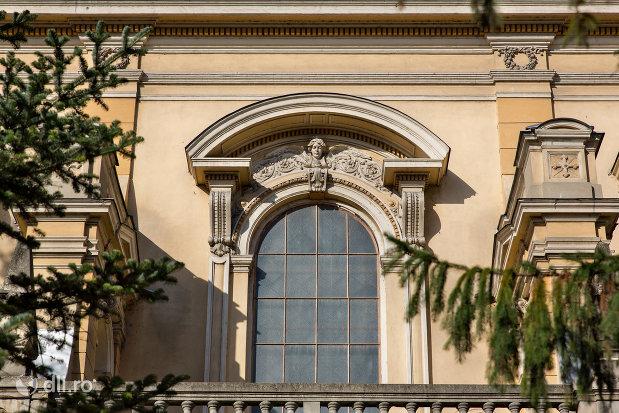 vitraliu-de-la-biserica-romano-catolica-coborarea-sfantului-duh-din-oradea-judetul-bihor.jpg