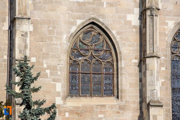 vitraliu-de-la-biserica-sfantul-mihail-din-cluj-napoca-judetul-cluj.jpg