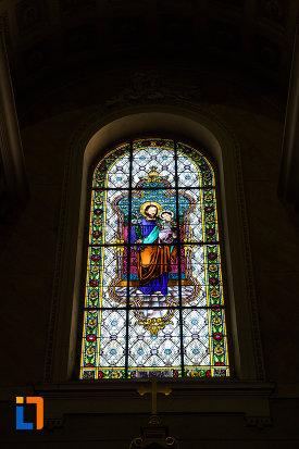 vitraliu-de-la-catedrala-romano-catolica-din-arad-judetul-arad.jpg