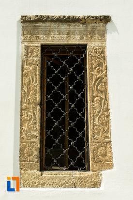 vitraliu-deosebit-de-frumos-de-la-manastirea-tismana-judetul-gorj.jpg