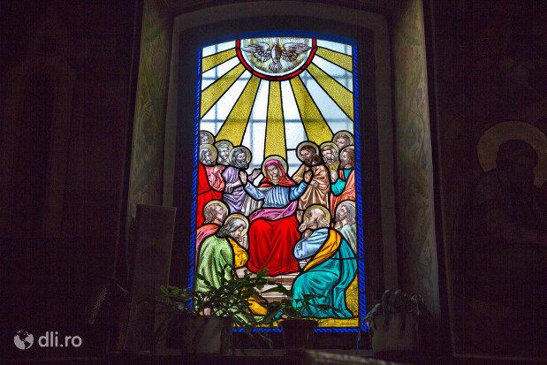 vitraliu-din-biserica-ortodoxa-sf-treime-din-oradea-judetul-bihor.jpg